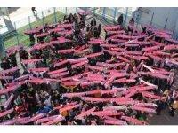 Karne alan öğrencilere Antalyaspor atkısı
