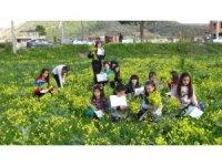 Antalya'da çocuklar bahar ve karne sevincini birlikte yaşadı