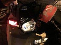 Durdurulan araçtan paket paket kaçak sigara çıktı