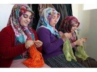 Nevşehirli kadınlar poşet yasağına destek için file çanta örüyor