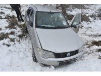 Kastamonu'da siste kontrolden çıkan otomobil tarlaya uçtu: 3 yaralı