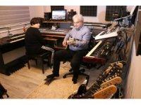 Otizmli kızının tedavisi için evini müzik stüdyosuna çevirdi