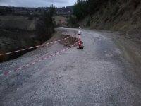 Manisa'da göçen yolu ekipler tarafından onarıldı