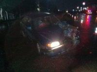 Aliağa'da otomobil ve kamyon çarpıştı: 3 yaralı