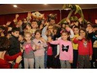 Bayramiç'te çocuklara karne hediyesine yoğun ilgi