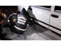Karda mahsur kalan 19 kişiyi itfaiye kurtardı