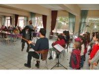 Çocuk korosundan huzurevi sakinlerine mini konser