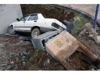 Otomobil inşaat boşluğuna düştü: 1 yaralı