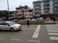 Lapseki'de sürücüler yayalara yol vermedi