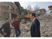 Rektör Bağ, yıkımı sürdürülen eski PAÜ Hastanesi'nde inceleme yaptı