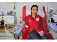 Erzincan'da gençler kan bağışıyla Kızılay'a destek oldu