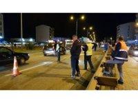 Kontrolden çıkan otomobil, karşı şeride geçerek kamyonetle çarpıştı: 5 yaralı