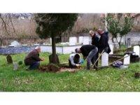 40 yıl önce ölen çocuklarının mezarını açtırdılar