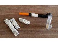 Uyuşturucu kullandıkları düzenekle birlikte yakalandılar