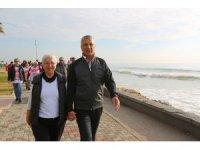 Başkan Tarhan, vatandaşlarla sabah yürüyüşü yaptı