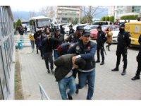 Narkotik operasyonunda biri polis 12 kişi tutuklandı