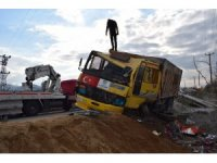 Freni patlayan kamyon çelik bariyerlere çarptı: 1 yaralı