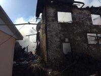Bilecik'te 2 katlı ahşap ev alev alev yandı