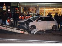 Park halindeki otomobile çarpan araç sürücüsü yaralandı