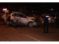 Hızlı olduğu iddia edilen otomobil park halindeki otomobile çarparak durabildi