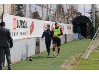 Trabzonspor'da Novak, çıktığı ilk idmanda yeniden sakatlandı