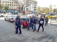 Kuşadası'nda villaya uyuşturucu baskını: 3 tutuklama.