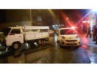 Kendi kendine hareket eden kamyonet iki araca çarptı