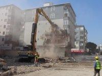 Kartal'da çöken binanın yanındaki riskli binanın yıkımına başlandı