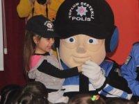 Minikler polis ağabeyleriyle hem eğlendi hem öğrendi