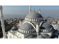Çamlıca Camii'nde halılar yerleştirildi