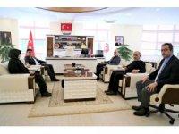Rektör Karacoşkun Gümüşhane Üniversitesi Rektörü Zeybek'le bir araya geldi