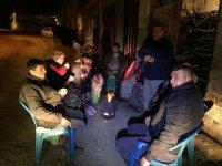 Depremden korkan vatandaşlar geceyi dışarıda geçiriyor