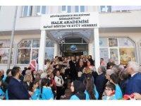 Büyükçekmece'de eski belediye binası Halk akademisi oldu