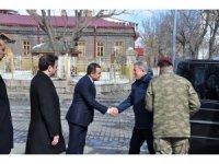 Milli Savunma Bakanı Akar, Vali Öksüz'ü ziyaret etti