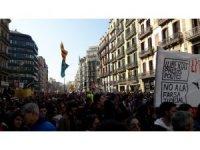 Katalonya'da politikacıların yargılanmasına karşı protestolar