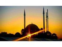 Taksim'de batan güneş Türk bayrağı ile buluştu