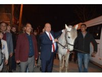 Başkan Özakcan'ı Kocagür'de kırat karşıladı