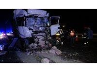 TEM Otoyolunda feci kaza taş yüklü kamyona arkadan çarptı
