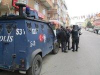 Ataşehir AK Parti ilçe binası önünde havaya ateş açıp kaçtılar