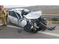Kazada  aracın içinde sıkışan sürücüyü kurtarmak için seferber oldular