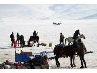 Kış turizminin cazibe merkezi Çıldır Gölü rengârenk