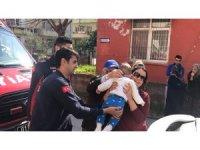 Otomobilde mahsur kalan bebeği Cankur kurtardı