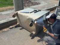 İzmit Belediyesi konteynerleri onarıyor