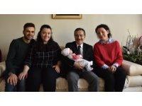 Başkan Ataç Nilhan bebeğe 'hoş geldin' dedi