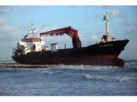 İtalya'nın Bari kenti sahilinde  bir Türk ticaret  gemisinin karaya oturduğu bildirildi.