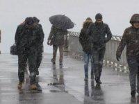 İstanbul'da fırtınaya kar yağışı da eklendi