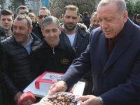 Erdoğan'a evinin önünde doğum günü sürprizi
