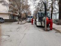 Çankırı Belediyesi atık su kolektör hatlarını temizliyor