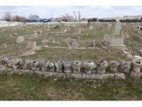 Ölümlerinin ardından 619 yıl geçti