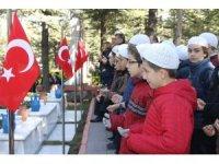 18 Mart'ta şehitler mezarları başında anıldı
